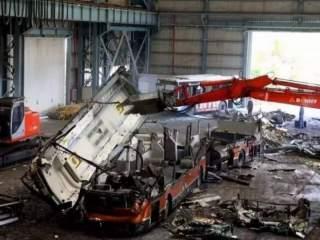 拆车厂拆解客车